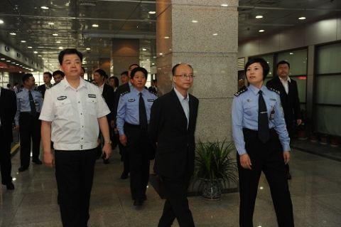 香港入境事务处研修班一行参观市公安局人口与出入境